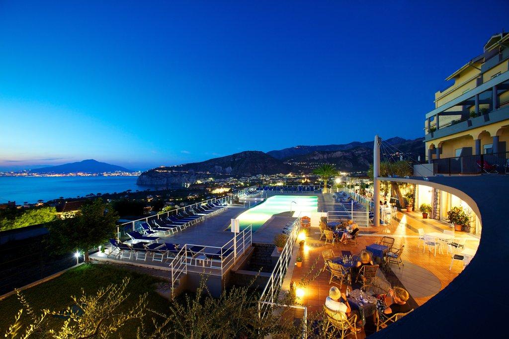 Art Hotel Gran Paradiso - Pool <br/>Image from Leonardo