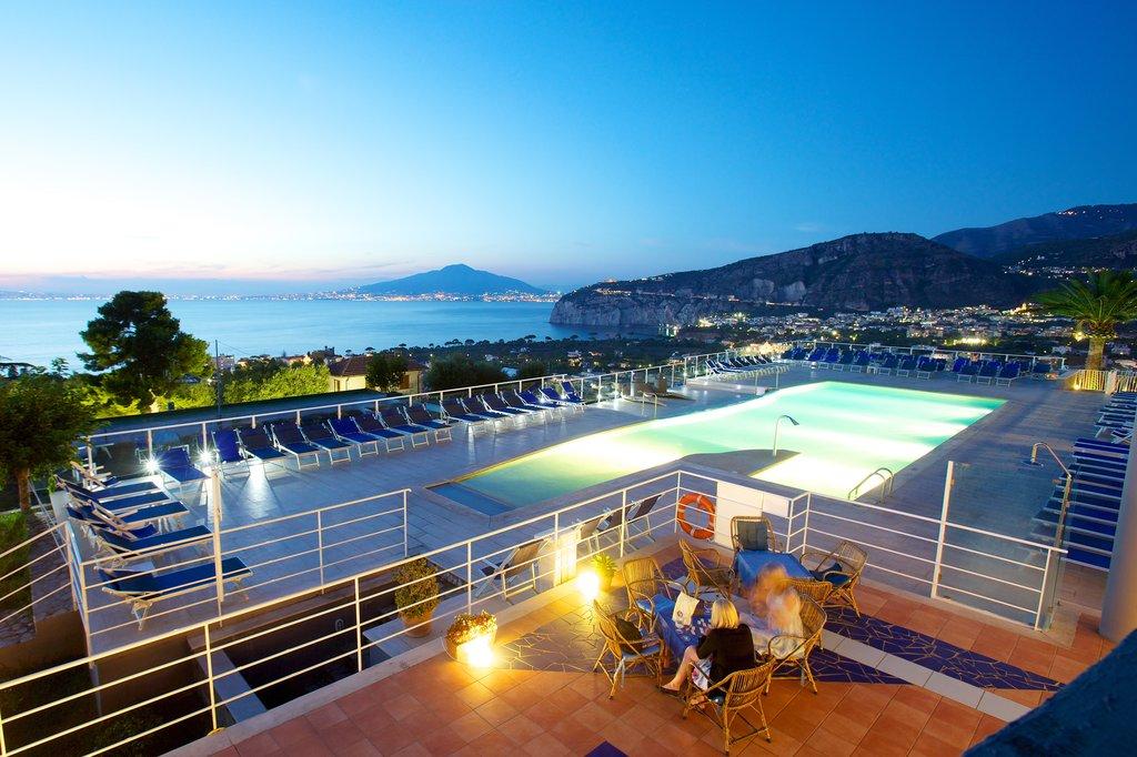 Art Hotel Gran Paradiso - Pool2 <br/>Image from Leonardo