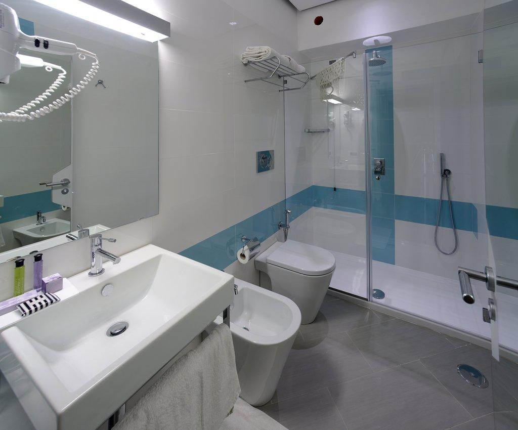 Art Hotel Gran Paradiso - Bathroom <br/>Image from Leonardo