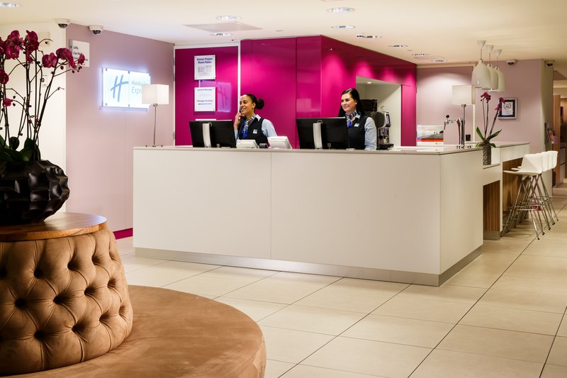 Holiday Inn Express Arnhem-Our friendly Front Desk staff is at your service<br/>Image from Leonardo