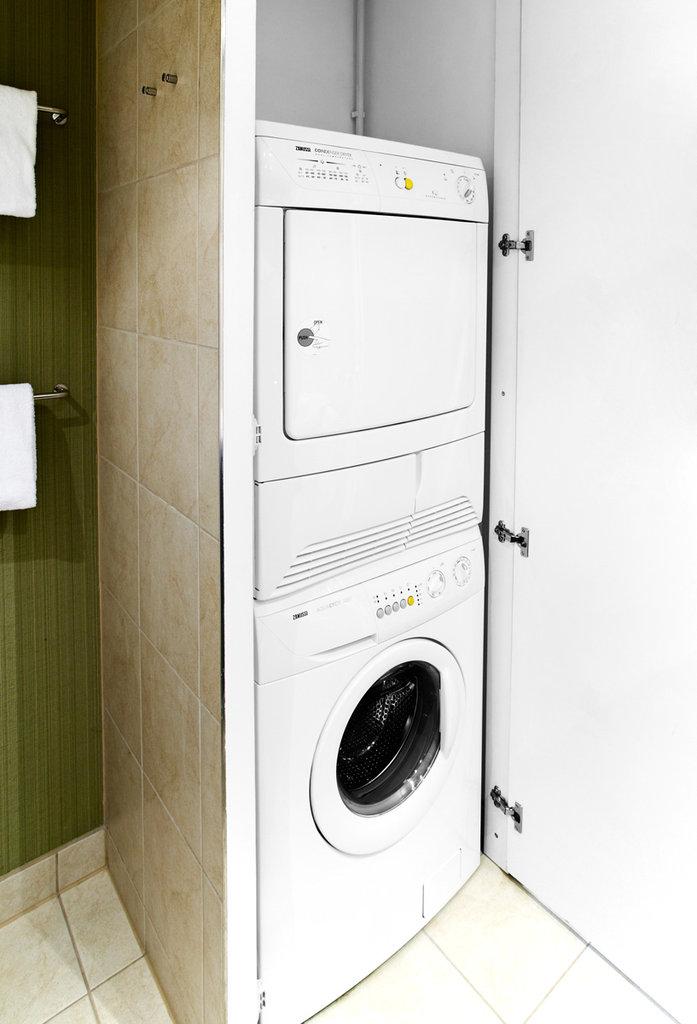 Adina Apartment-Washing machine and dryer - One Bedroom Apartment<br/>Image from Leonardo