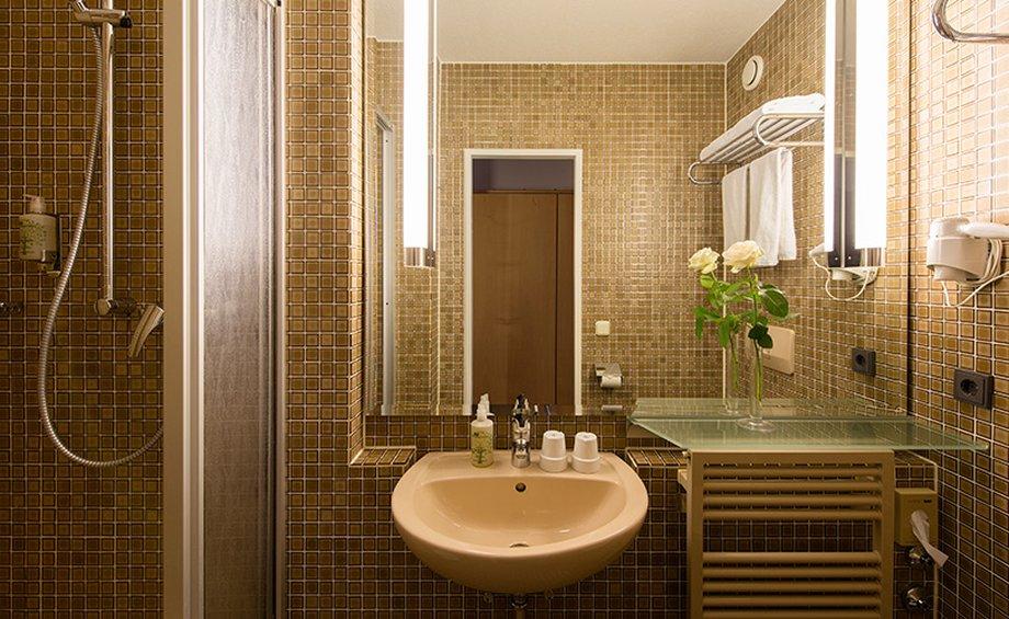 Derag Livinghotel Nrnberg-Bathroom<br/>Image from Leonardo