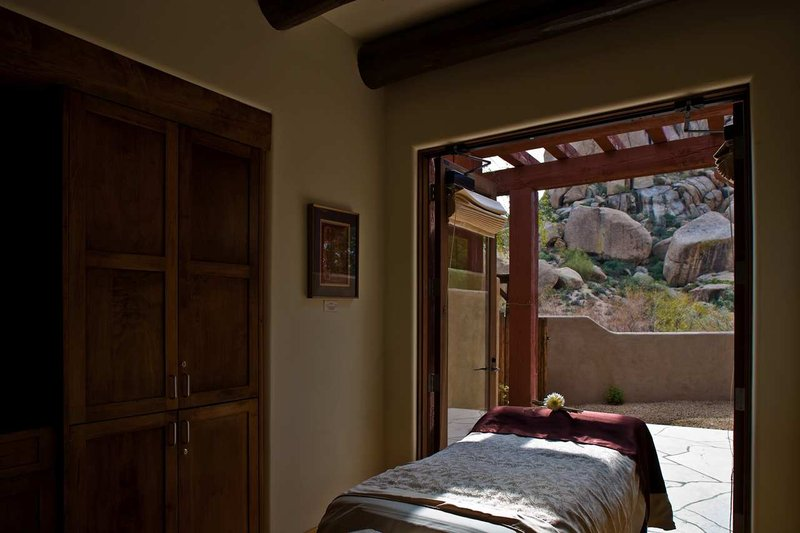 Boulders Resort & Spa, Curio Collection by Hilton-Treatment Room<br/>Image from Leonardo