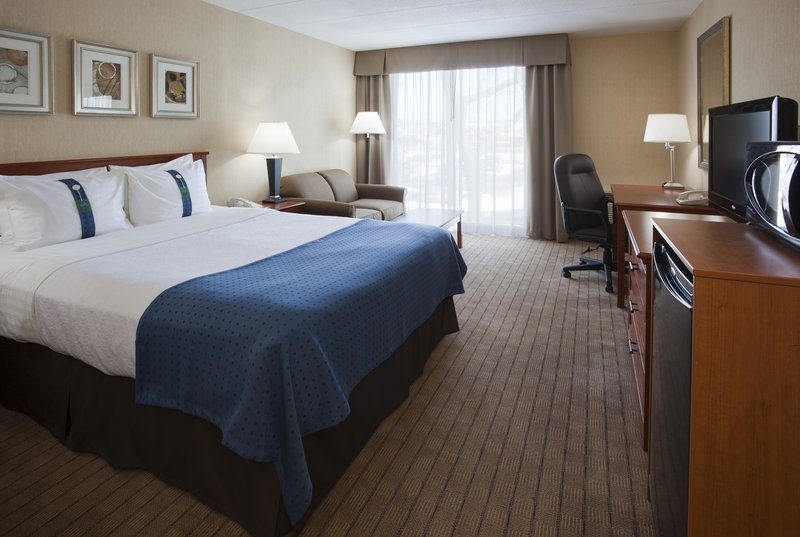 Holiday Inn Burlington - Hotel & Conf Centre-Queen Bed Guest Room<br/>Image from Leonardo