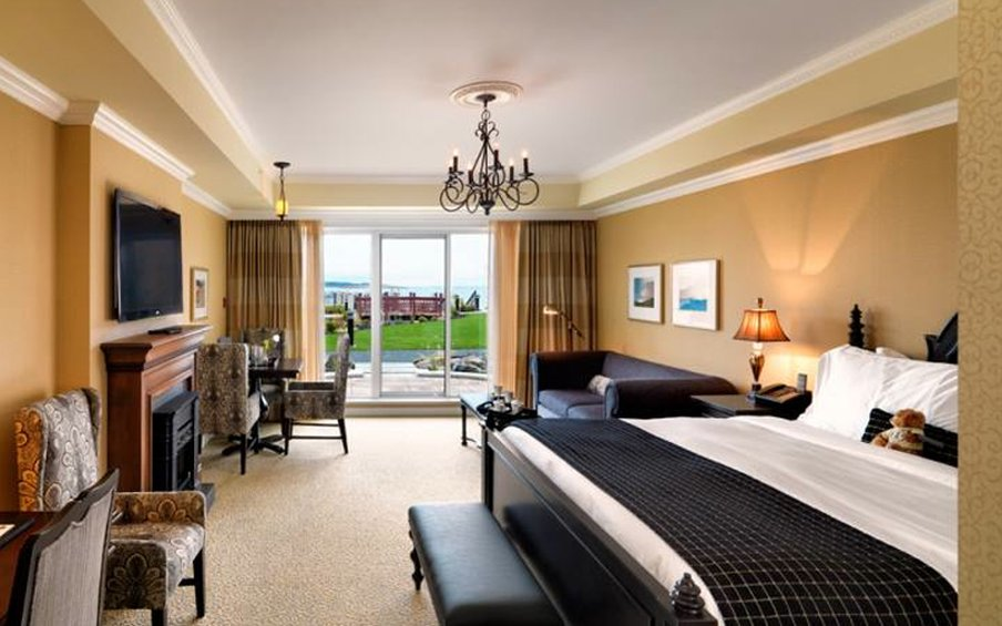 Oak Bay Beach Hotel-King Suite<br/>Image from Leonardo