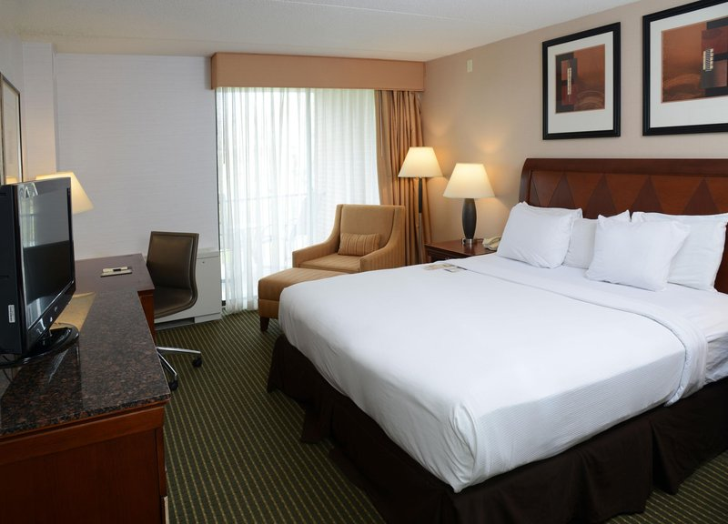 DoubleTree by Hilton Syracuse-King Guestroom<br/>Image from Leonardo