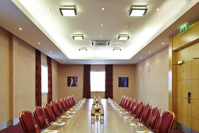 Jurys Inn Oxford-The Oxford Hotel Wolvercote Suite<br/>Image from Leonardo
