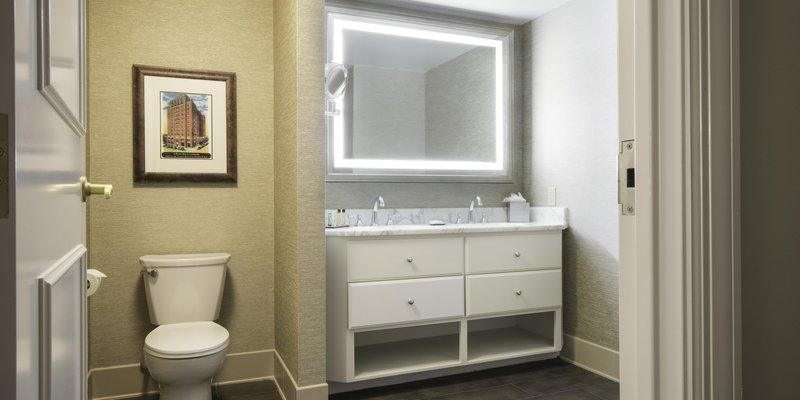 Hilton Baton Rouge Capitol Center-Suite Bathroom<br/>Image from Leonardo
