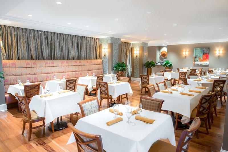 Hilton Baton Rouge Capitol Center-Kingfish Restaurant Main Dining Tables<br/>Image from Leonardo