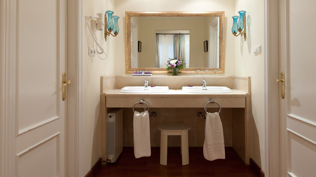 Dona Maria Hotel-Bathroom<br/>Image from Leonardo