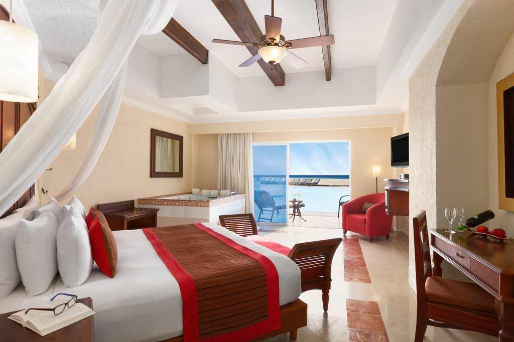 Hilton Playa del Carmen  - Royal Suite Swim Up Ocean Front <br/>Image from Leonardo