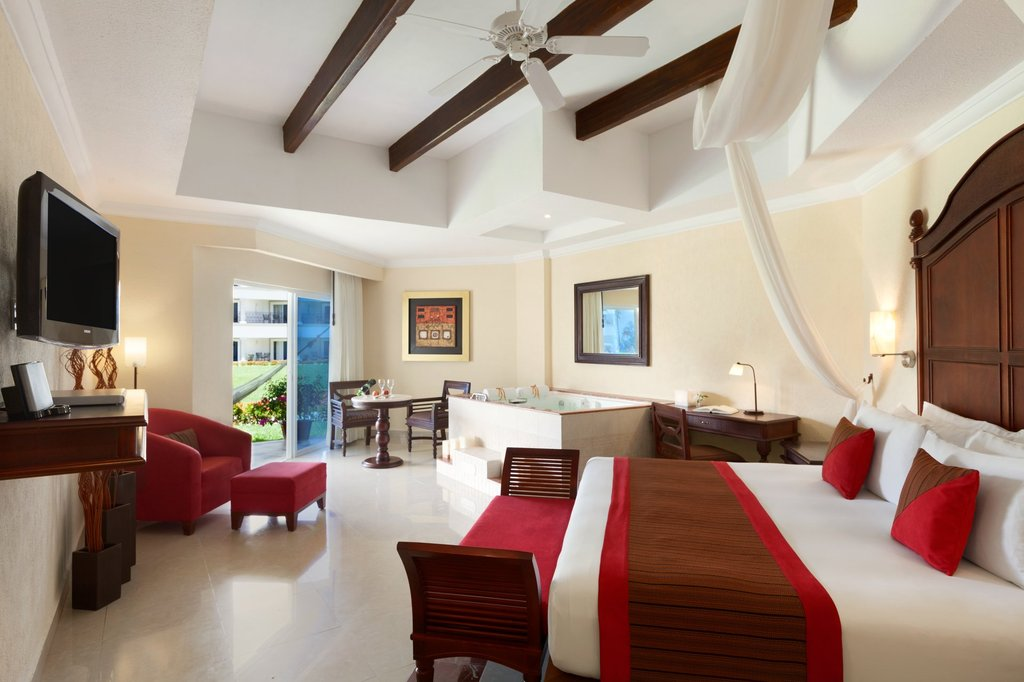 Hilton Playa del Carmen  - The Royal Junior Suite <br/>Image from Leonardo