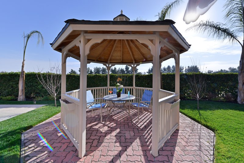 Best Western Plus Fresno Airport Hotel-Time to chill in the gazebo<br/>Image from Leonardo