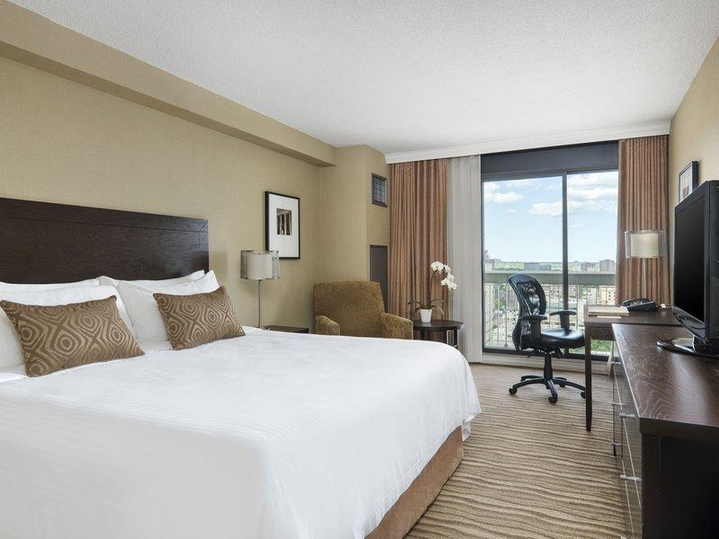 Chelsea Hotel Toronto-Deluxe King<br/>Image from Leonardo