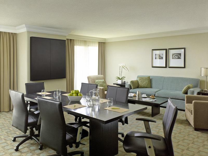 Chelsea Hotel Toronto-Business Suite<br/>Image from Leonardo