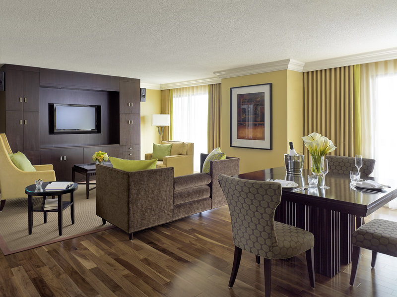 Chelsea Hotel Toronto-Honeymoon Suite<br/>Image from Leonardo