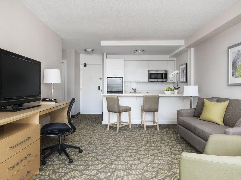 Chelsea Hotel Toronto-One Bedroom Suite Kitchen<br/>Image from Leonardo
