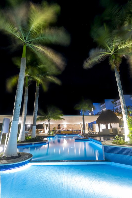 Fiesta Americana Cozumel - Swimming Pool <br/>Image from Leonardo