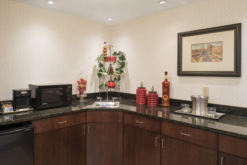 DoubleTree by Hilton Grand Rapids Airport-King Bed Junior Suite Wetbar<br/>Image from Leonardo
