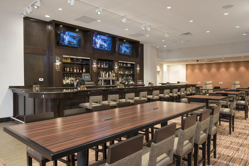 DoubleTree by Hilton Grand Rapids Airport-Ganders Bar<br/>Image from Leonardo