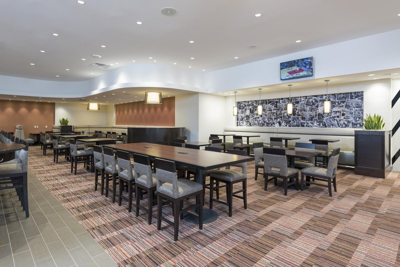 DoubleTree by Hilton Grand Rapids Airport-Lobby Tables<br/>Image from Leonardo