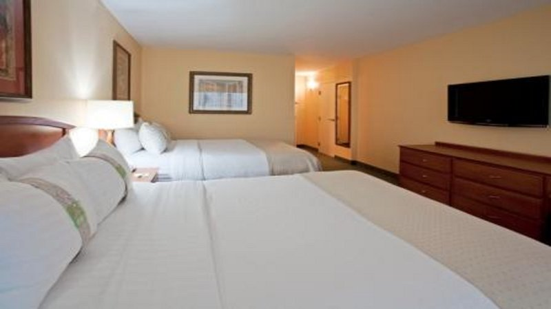 HOLIDAY INN HOTEL AND SUITES CLEARWATER BEACH-Guest Room 2 Queen Beds<br/>Image from Leonardo