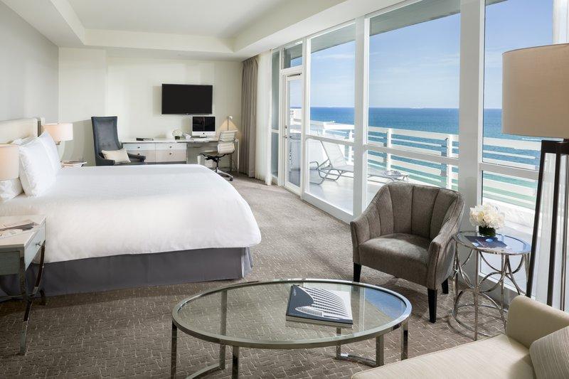 Fontainebleau Miami Beach - Junior Suite King <br/>Image from Leonardo