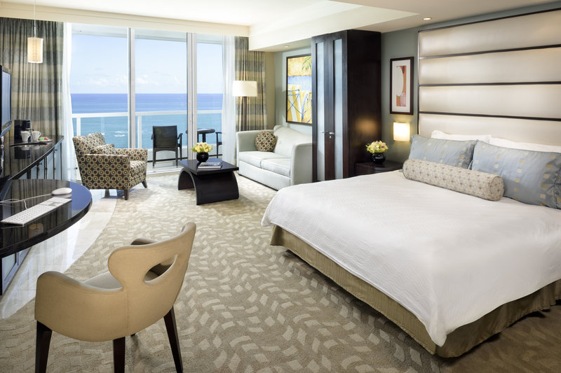 Fontainebleau Miami Beach - Sorrento Oceanfront Junior Suite <br/>Image from Leonardo