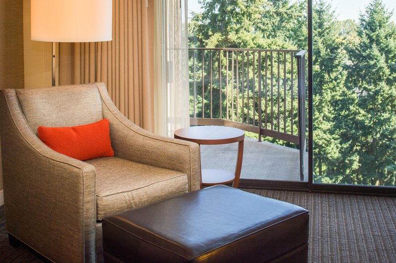 DoubleTree by Hilton Hotel Seattle Airport-Deluxe Room Furnishings<br/>Image from Leonardo