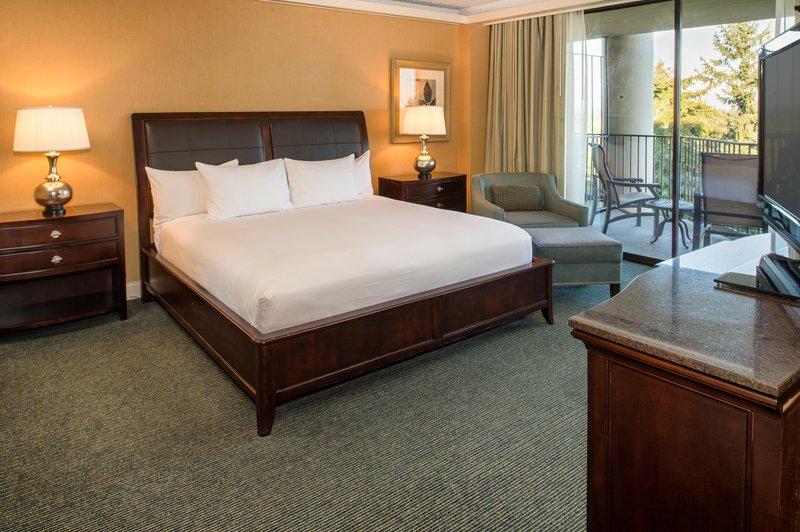 DoubleTree by Hilton Hotel Seattle Airport-Suite Bedroom<br/>Image from Leonardo