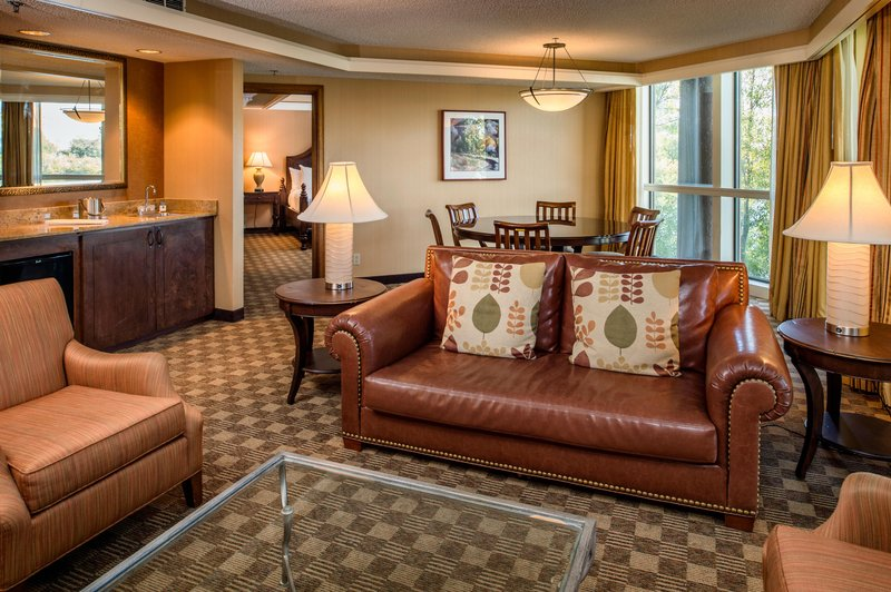 DoubleTree by Hilton Hotel Seattle Airport-1 King Suite with Water View<br/>Image from Leonardo