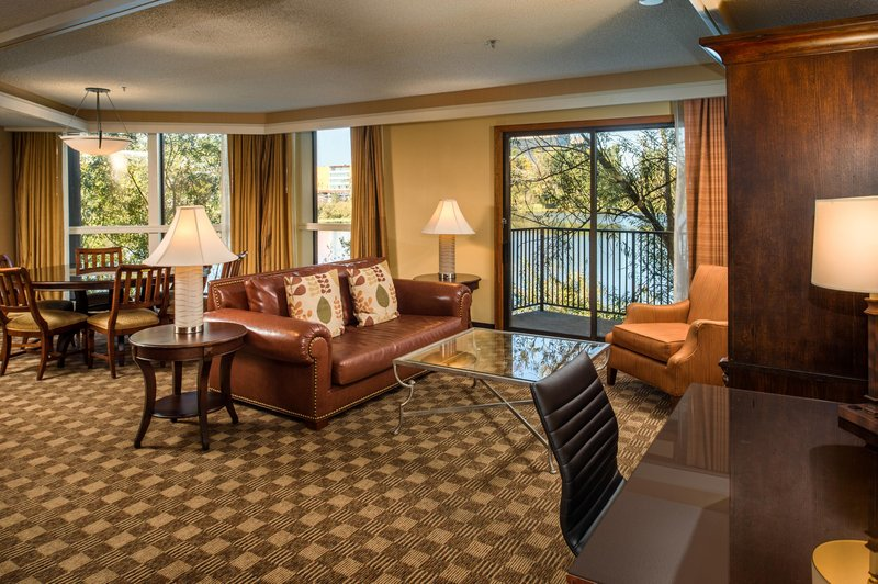 DoubleTree by Hilton Hotel Seattle Airport-King Suite<br/>Image from Leonardo
