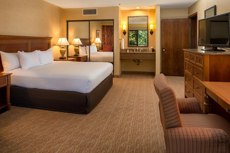 DoubleTree by Hilton Hotel Seattle Airport-One King and Two Queen Room<br/>Image from Leonardo