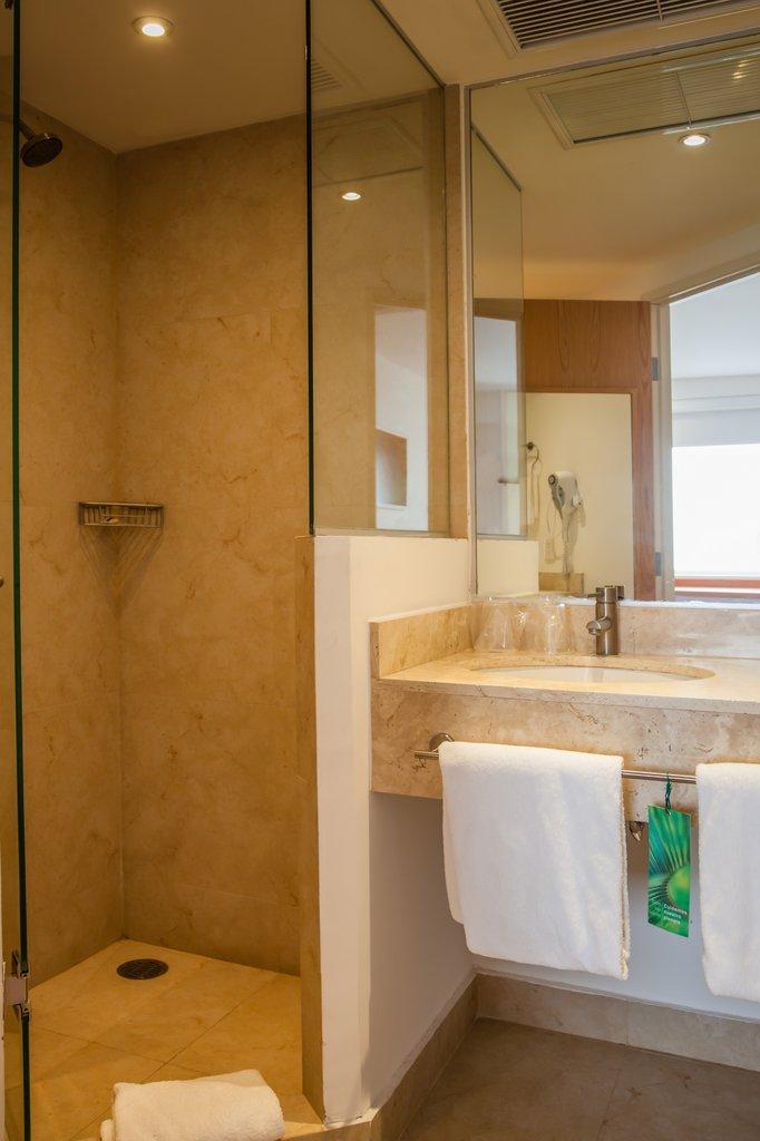 One Cancun - Bathroom <br/>Image from Leonardo