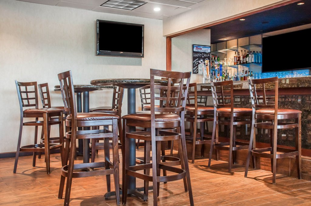Clarion Hotel Buffalo Airport-Bar/Lounge<br/>Image from Leonardo
