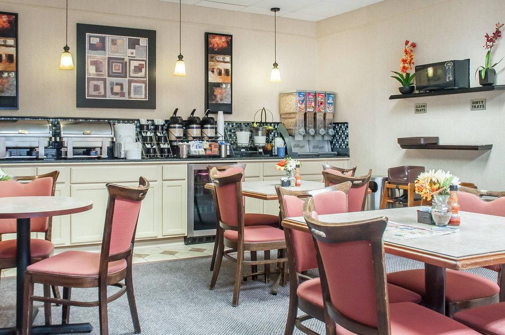 Clarion Hotel Buffalo Airport-Breakfast<br/>Image from Leonardo