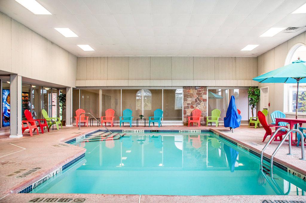 Clarion Hotel Buffalo Airport-Pool<br/>Image from Leonardo
