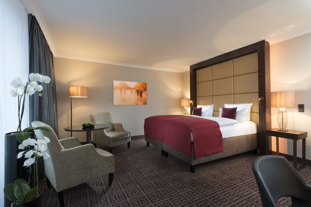 Hotel Palace Berlin - Business Deluxe Guest Room <br/>Image from Leonardo