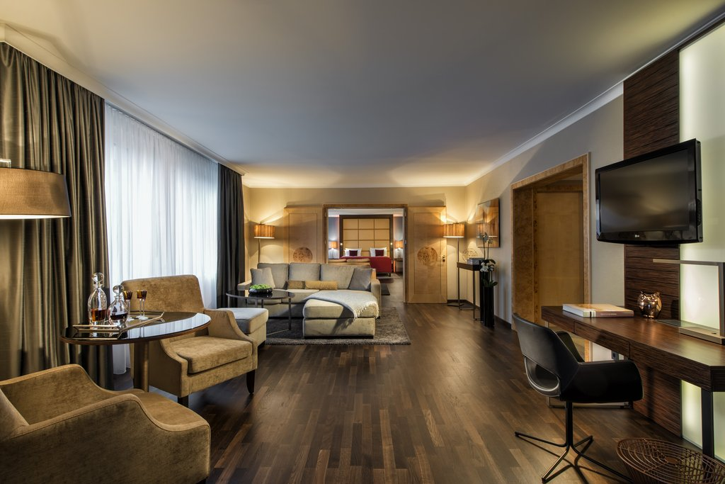 Hotel Palace Berlin - Senior Suite with connecting Room <br/>Image from Leonardo