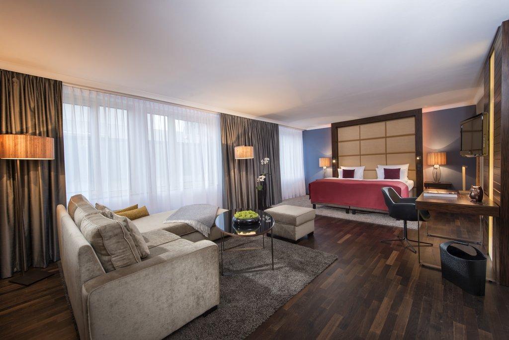 Hotel Palace Berlin - Junior Suite <br/>Image from Leonardo