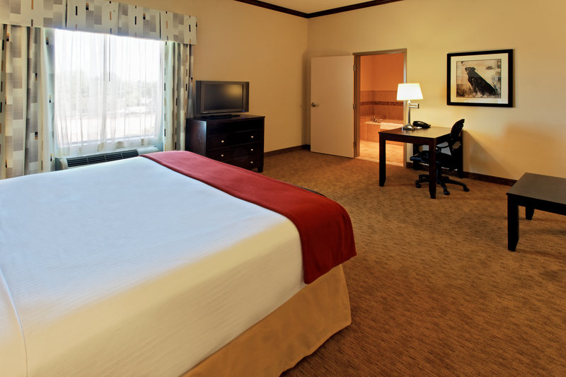 Holiday Inn Express & Suites Cleburne-Jacuzzi Suite<br/>Image from Leonardo