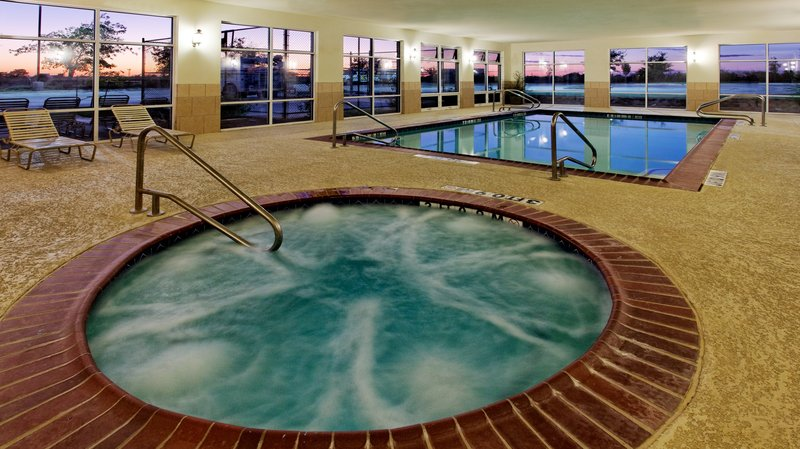 Holiday Inn Express & Suites Cleburne-Swimming Pool<br/>Image from Leonardo