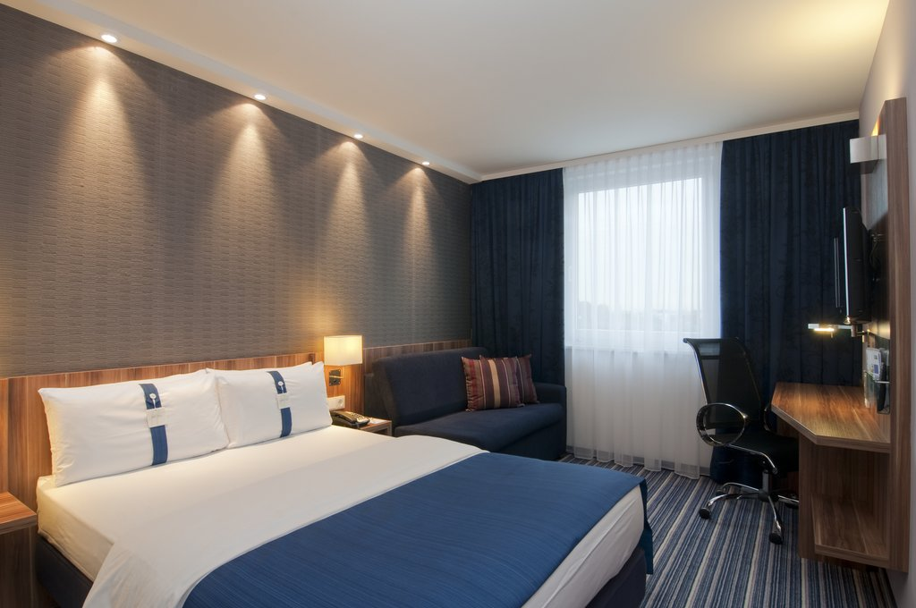 Holiday Inn Express Hamburg - St. Pauli Messe-Double Bed Guest Room<br/>Image from Leonardo
