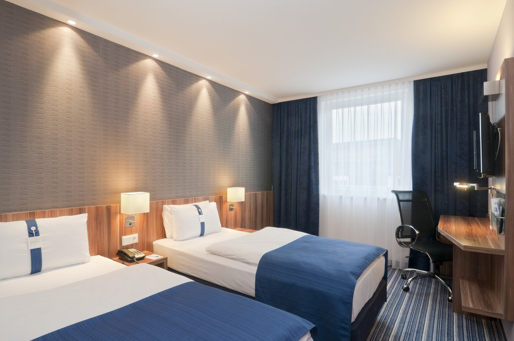Holiday Inn Express Hamburg - St. Pauli Messe-Guest Room<br/>Image from Leonardo
