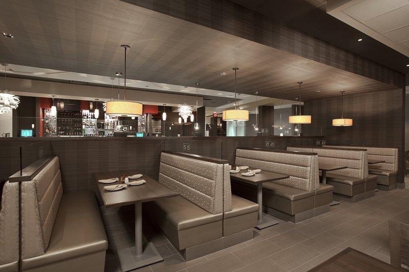 Holiday Inn Hotel & Suites Windsor (Ambassador Bridge)-Grill 55 - Booths in the centre of the restaurant<br/>Image from Leonardo