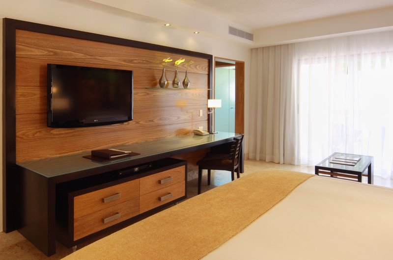 Casa De Campo - Elite Premier Desk and tv <br/>Image from Leonardo