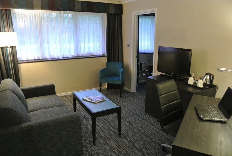 Holiday Inn London Gatwick - Worth-Junior Suite - with separate lounge<br/>Image from Leonardo
