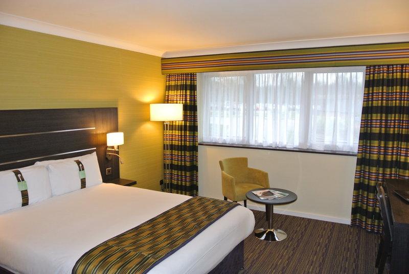 Holiday Inn London Gatwick - Worth-Spacious Double bedroom- Holiday Inn London Gatwick Worth<br/>Image from Leonardo