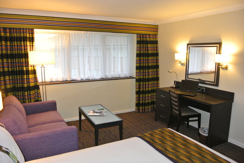 Holiday Inn London Gatwick - Worth-Spacious Double with Sofa bed available<br/>Image from Leonardo