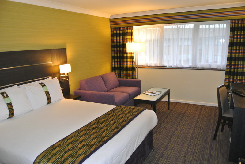 Holiday Inn London Gatwick - Worth-Modernised family room at the Holiday Inn London Gatwick Worth<br/>Image from Leonardo